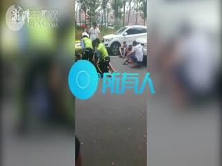 不满事故被定全责,车主推倒民警再抓裆