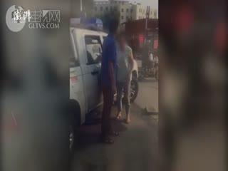 占道经营女摊主辱骂殴打城管队员
