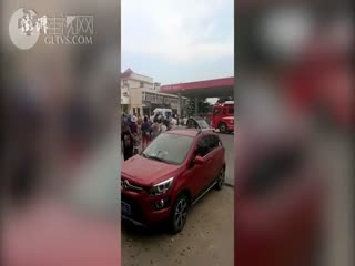 河南濮阳中石化一加油站附近爆炸,5人伤多车损