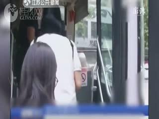 为应对纠纷,南京所有公交车将装隔离门
